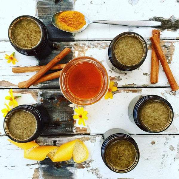 Best raw honey sensitive skin face mask with cinnamon, fenugreek, clove, amla powder, grape root and other herbs.