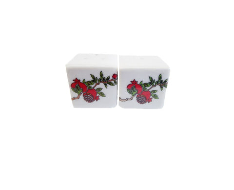 Ceramic Salt & Pepper pomegranate 3cm white