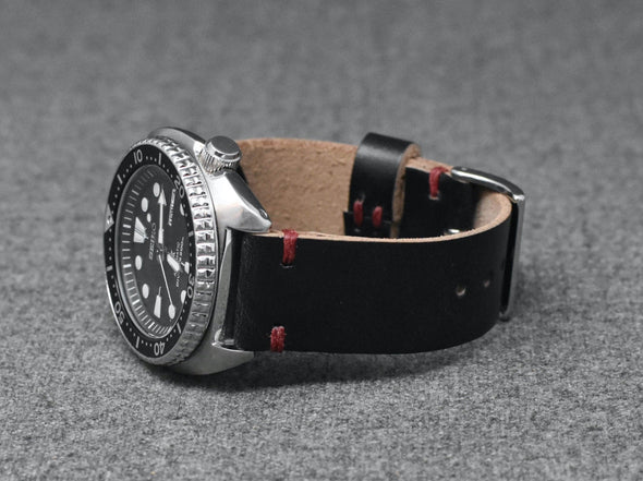 Horween Black Chromexcel | Scarlet Thread - The Hudson Strap