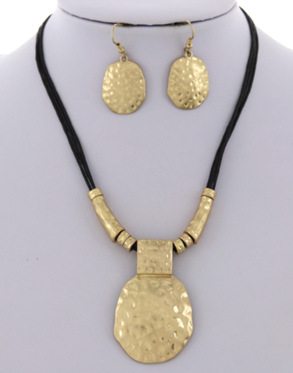 Nelly necklace & earring set