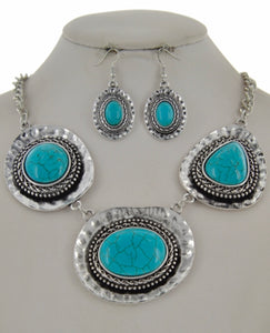Chloe necklace & earring set