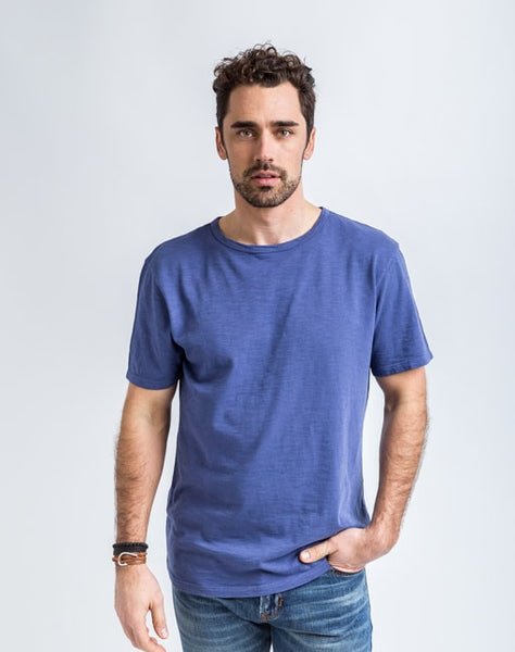 Joe Crew Neck in Naval has a soft texture and a great fit.