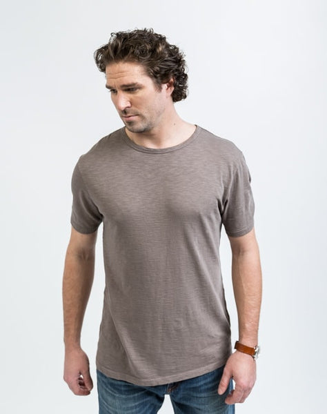 Joe Crew Neck in Peat has a soft texture and a great fit.