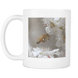 flying honey bee photo cup