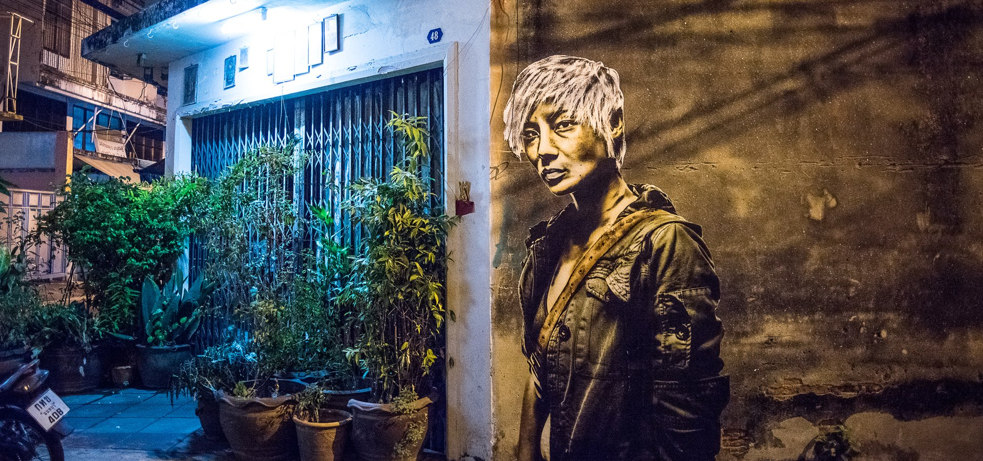 Eddie Colla Gold Fish Lady dans la rue vieille du temple