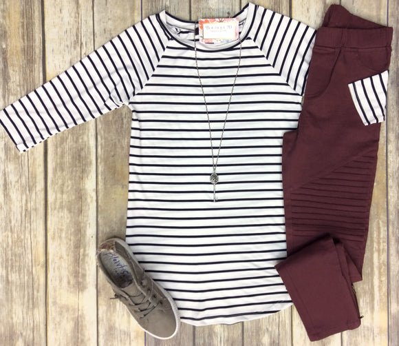 Show Me Off Striped 3/4 Sleeve Raglan Tee - Ivory/Navy