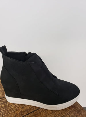 Pump Up The Volume Casual Wedges