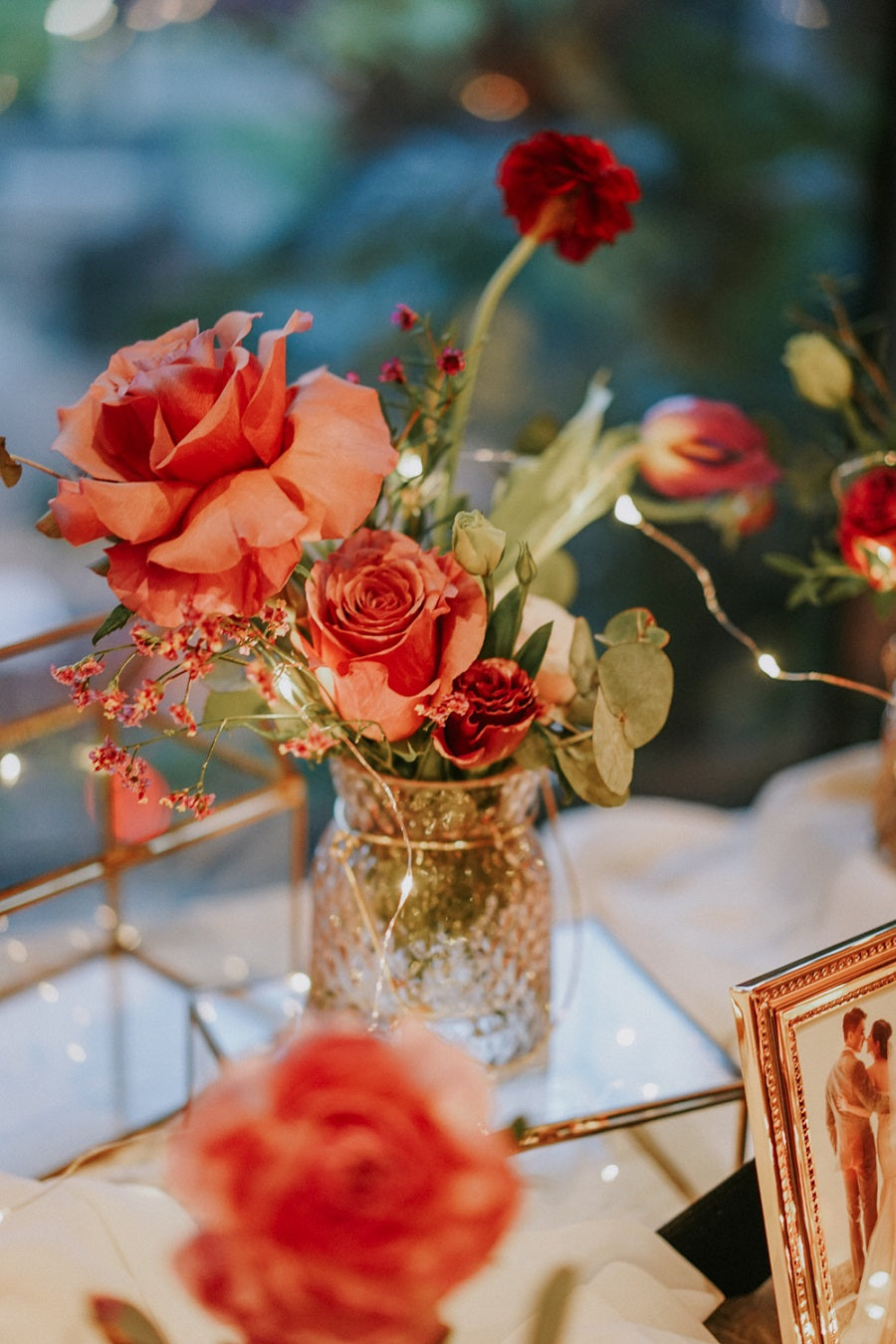 Photo table idea in Singapore for classy wedding and elegance