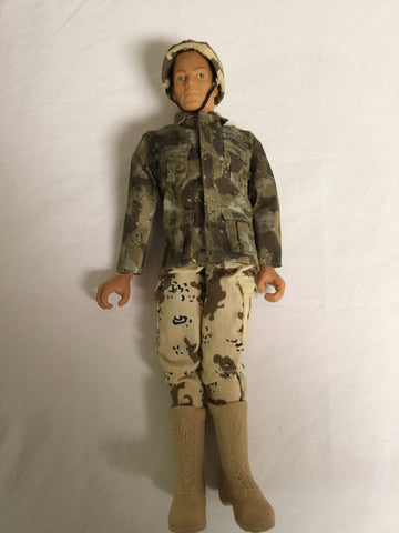 335 Hasbro 1998 GI Joe - Colleen's Attic - 1
