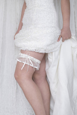 HEMERA - Silk and tulle garter with Thin white satin bow