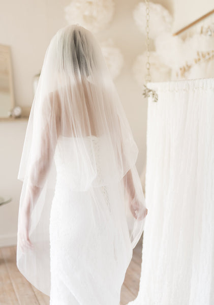 ATHENE - Simple and classic veil with two tiers of waltz length train