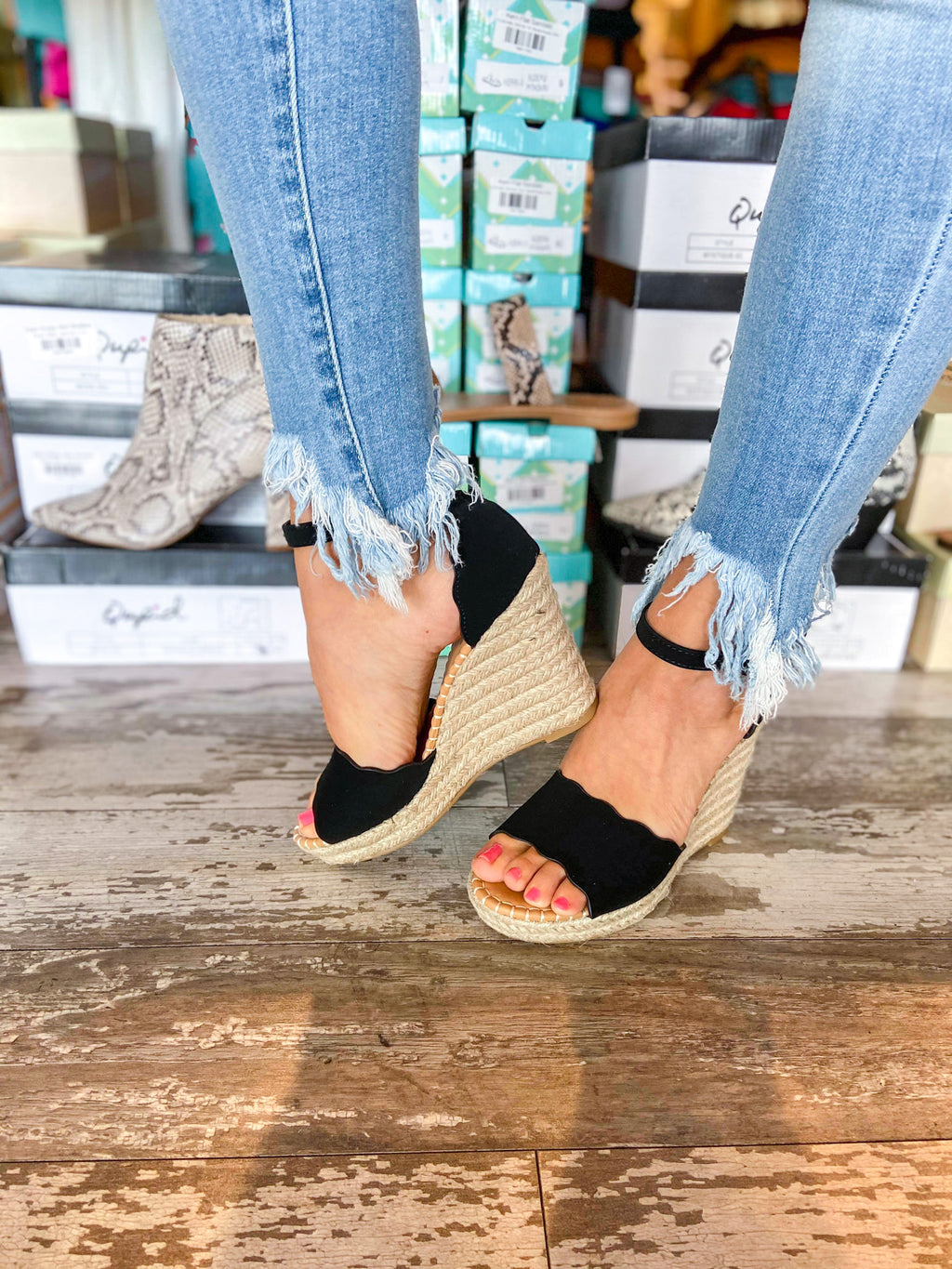 Black Scalloped Wedges