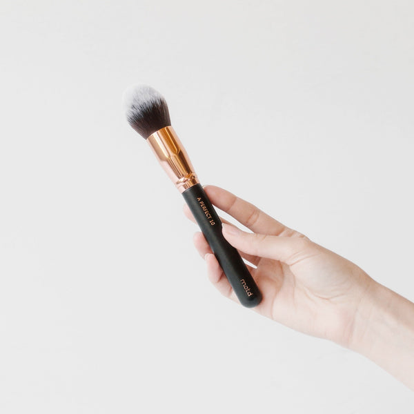 A Perfect 10 Tapered Face Brush - Vegan Concept