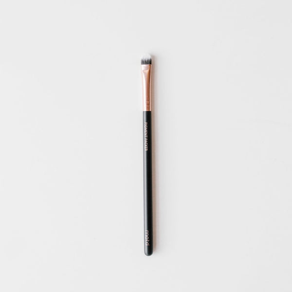 The Pigment Packer Small Shader Brush - Vegan Concept