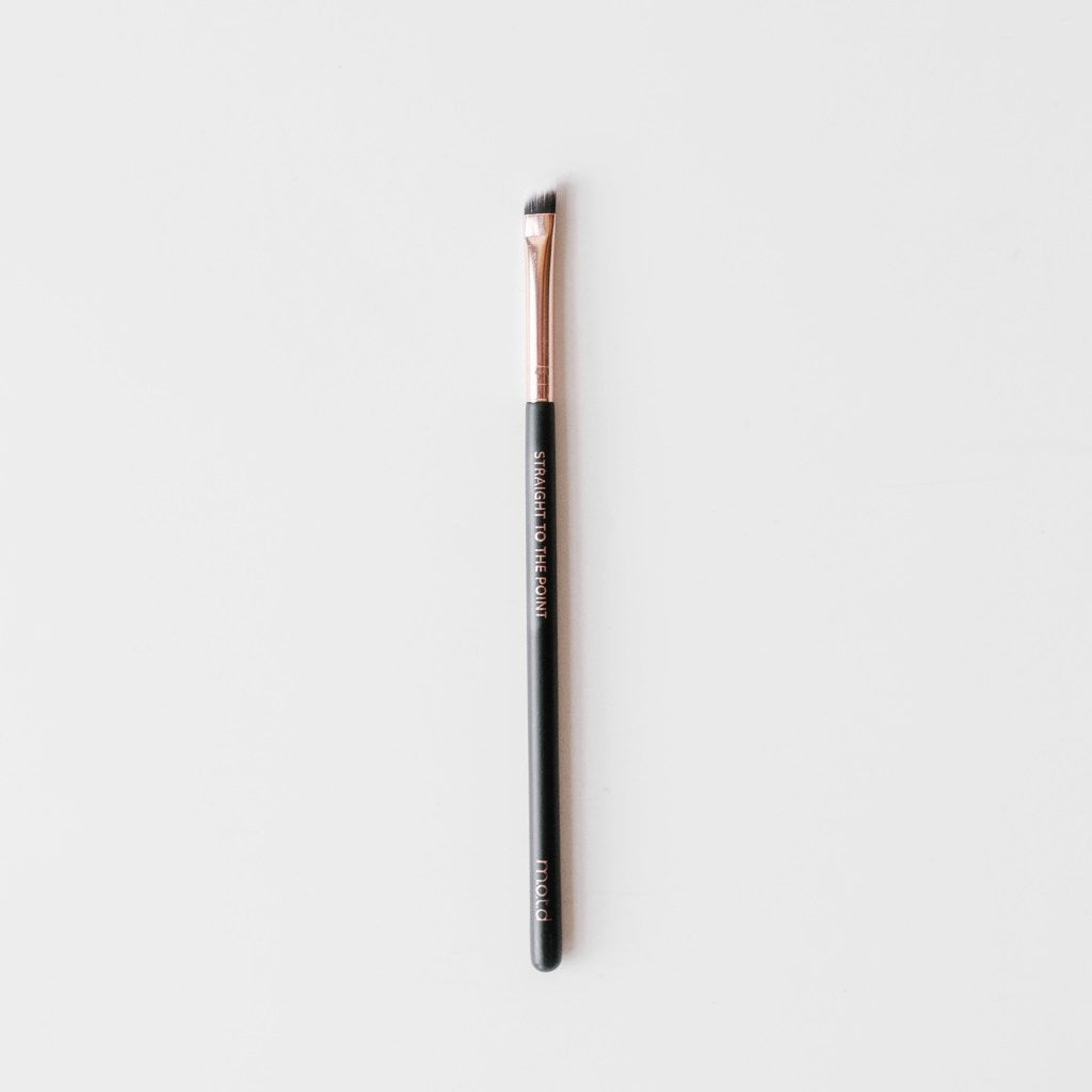 Straight To The Point Angled Eyeliner Brush - Reussiintl.com