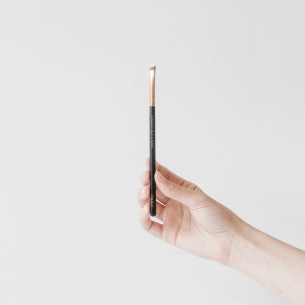 Straight To The Point Angled Eyeliner Brush - Vegan Concept