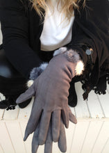 Load image into Gallery viewer, Vienna Gloves With Fur Pom Pom Trim in pale Grey - Feathers Of Italy