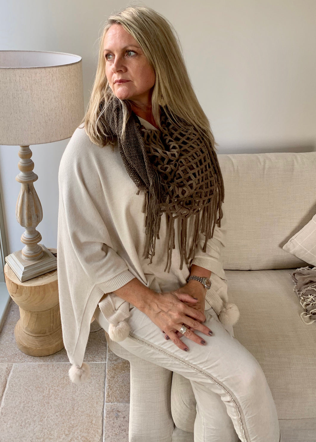 Mondial Poncho in Vanilla - Feathers Of Italy