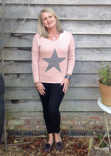 Load image into Gallery viewer, Star Knit Jumper In Pink - Feathers Of Italy