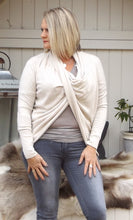 Load image into Gallery viewer, Cala d'Oliva Twist Jumper in Vanilla - Feathers Of Italy
