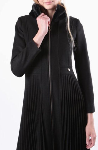 Rinascimento Cappotto Pleated Coat In Black