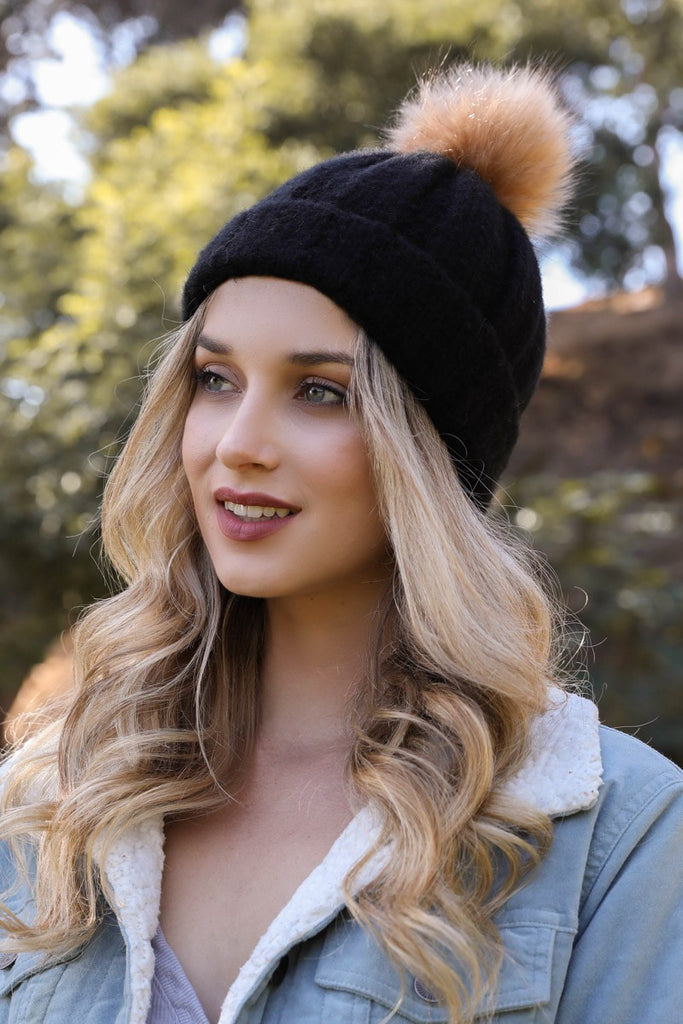 Pom Pom Hat in Black