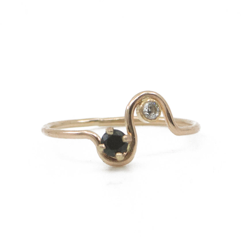 Arches Diamond and Onyx Ring in Gold