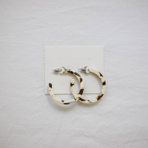 Classic Tortoise Hoops in Coco Cream