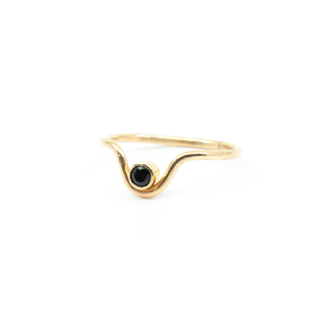 Onyx Curve Ring in Gold