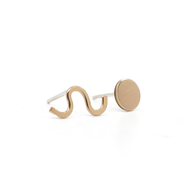 Wiggle and Dot Earrings in Gold 1