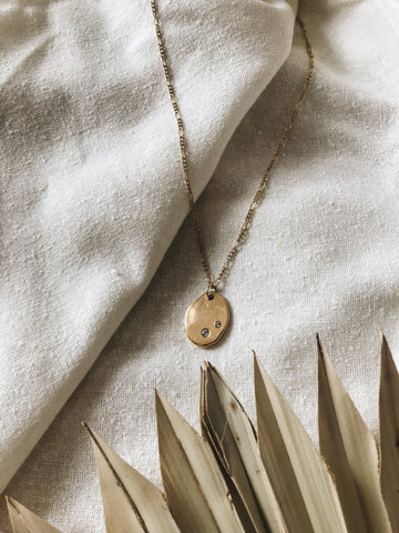 EARTHY COIN NECKLACE IN GOLD