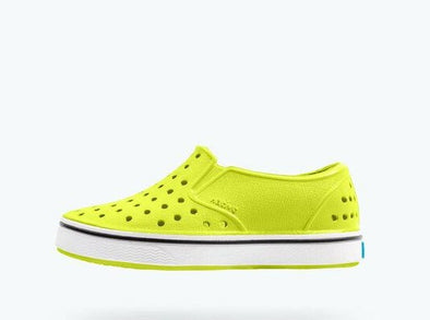 miles • chartreuse green / shell white