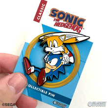 Load image into Gallery viewer, Sonic and Tails Flying: Classic Sonic The Hedgehog Collectible Pin