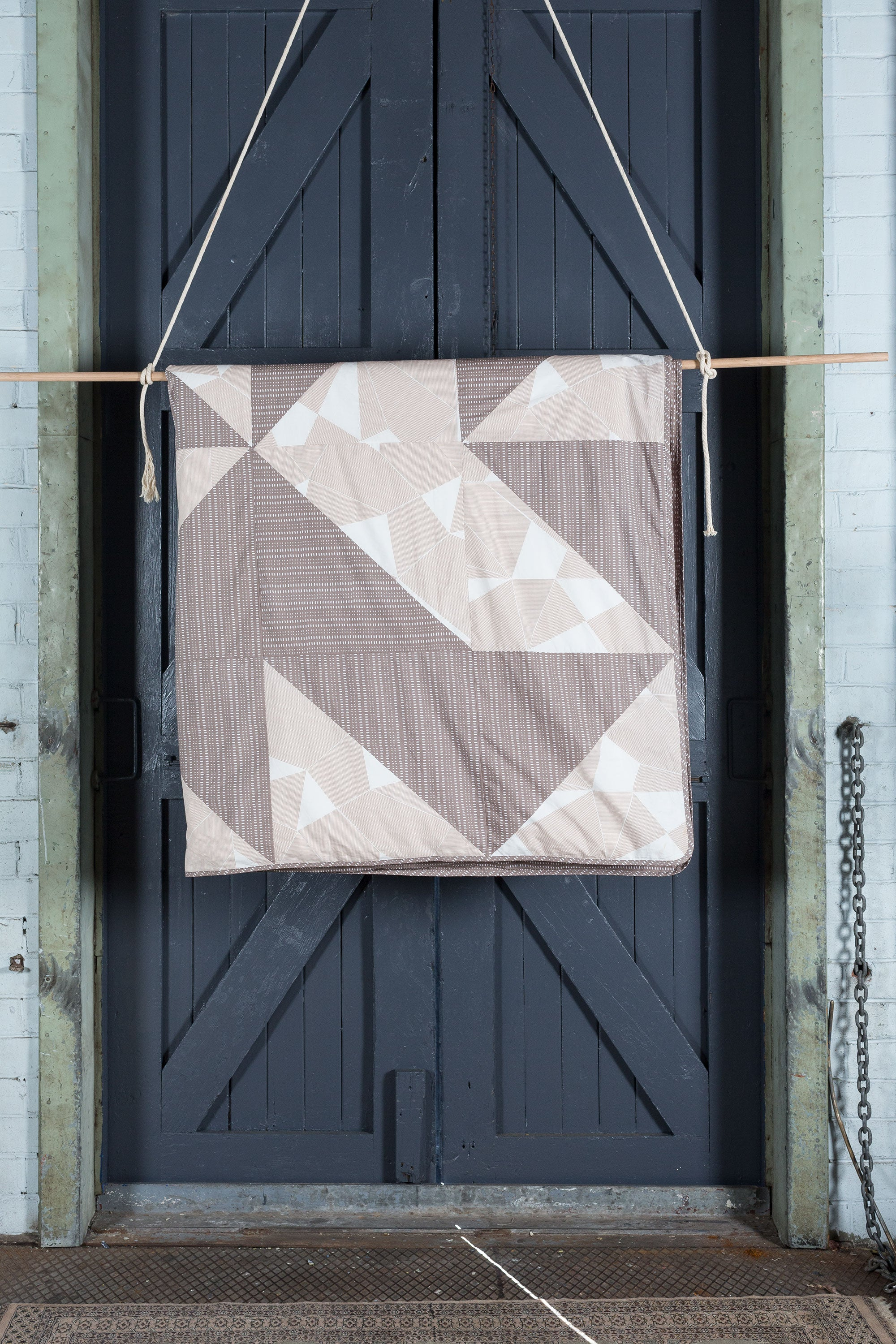 PUZZLE DOONA COVER : SPARROW & PALE STRIPE