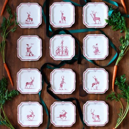 Country Estate Reindeer Games Party Plate Set of 12 in Holiday Plate Keeper by Juliska