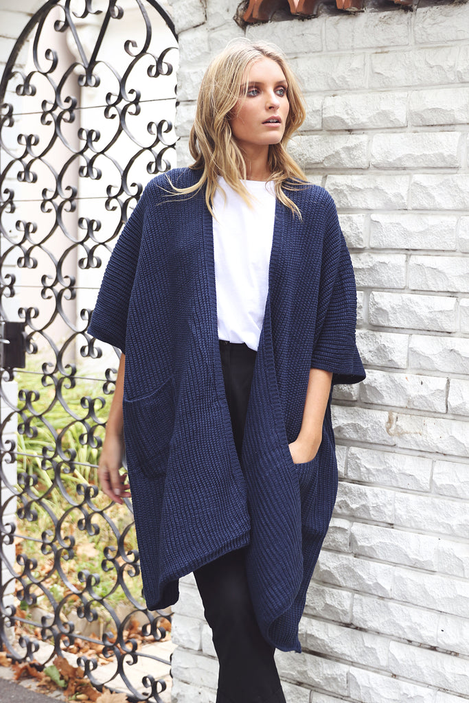 Hanging Out Cardigan / Navy