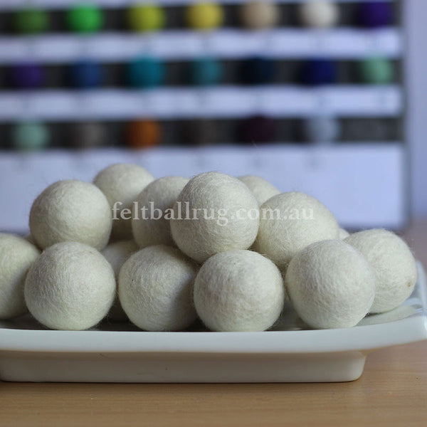 Felt Ball White 1 CM,  2 CM, 2.5 CM, 3 CM, 4 CM Colour 41 - Felt Ball Rug Australia - 1