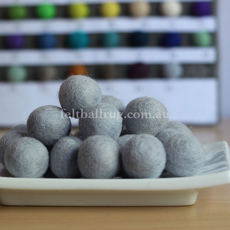 Felt Ball Winter White 1 CM,  2 CM, 2.5 CM, 3 CM, 4 CM Colour 55 - Felt Ball Rug Australia - 1