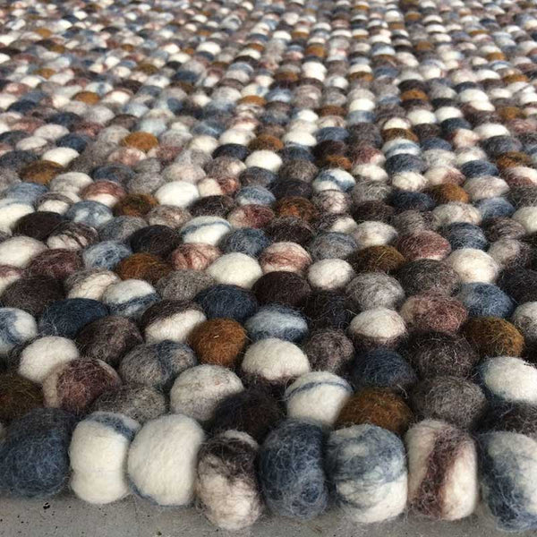 pebble stone felt ball rug