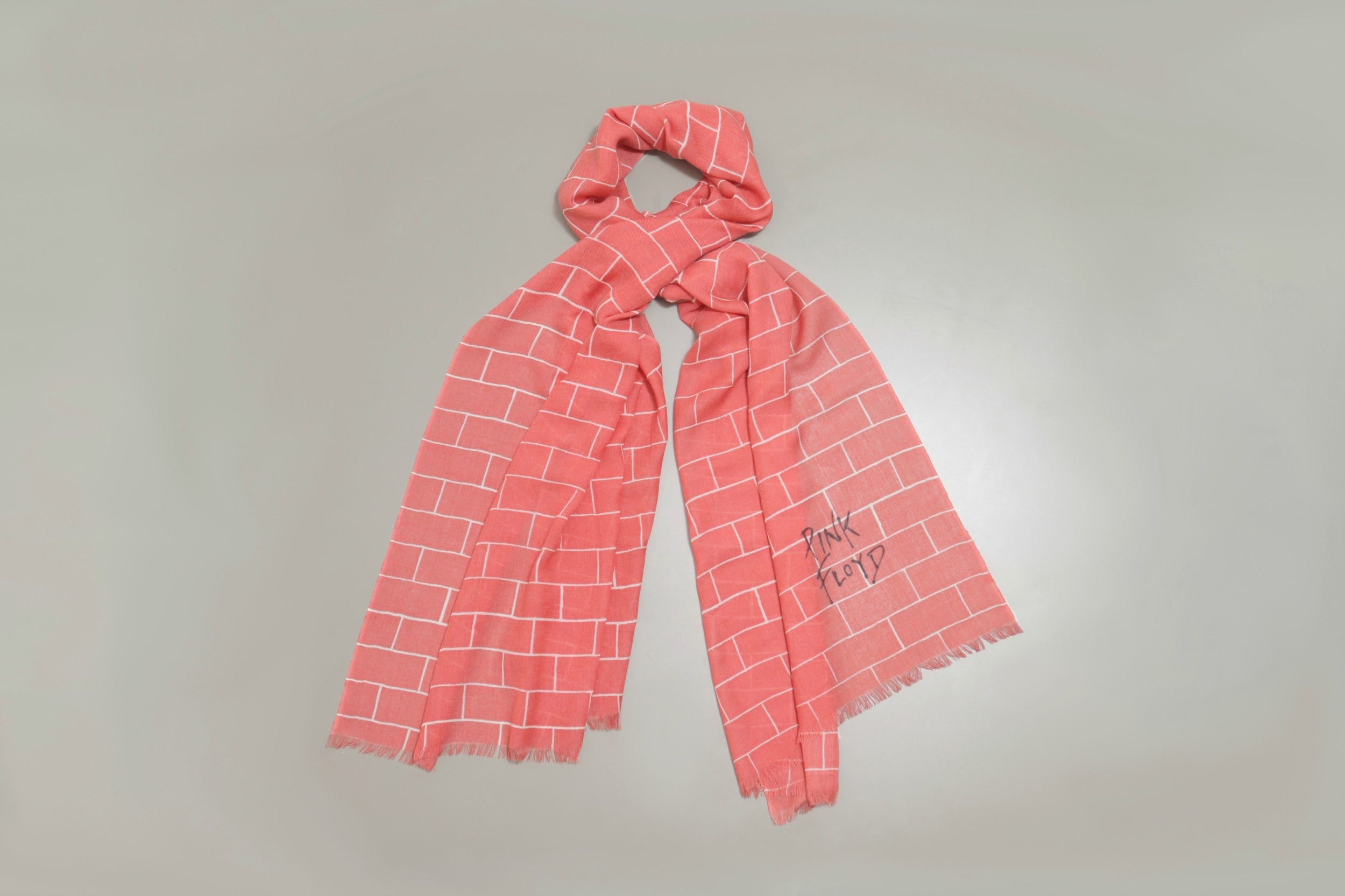PINK Wall scarf