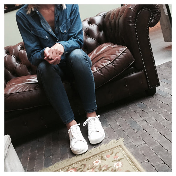 Jeans + sneakers = True LOVE