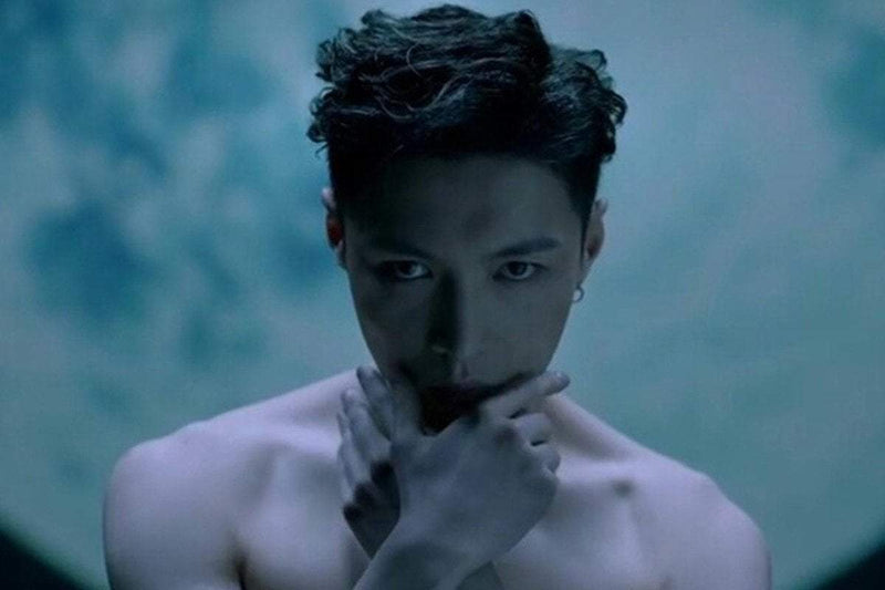 "EXO's Lay Continues Solo Debut with ""Lose Control"" Music Video"