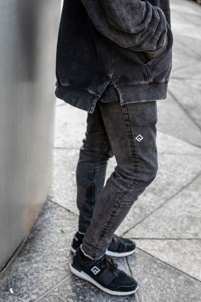 ESSENTIAL - STRETCH JEANS - BLACK WASH
