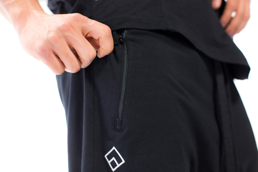 ESSENTIAL - HAREM SHORTS - BLACK