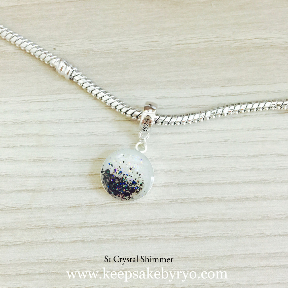 DANGLING CHARM WITH BREASTMILK AND CORD DUST
