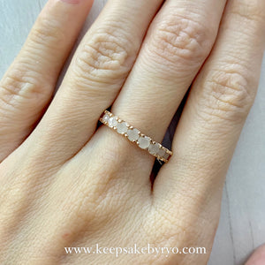SOLITAIRE 18K GOLD: ETERNITY BREASTMILK RING