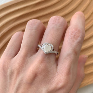 SOLITAIRE: NOELLE RING WITH BREASTMILK SOLITAIRE