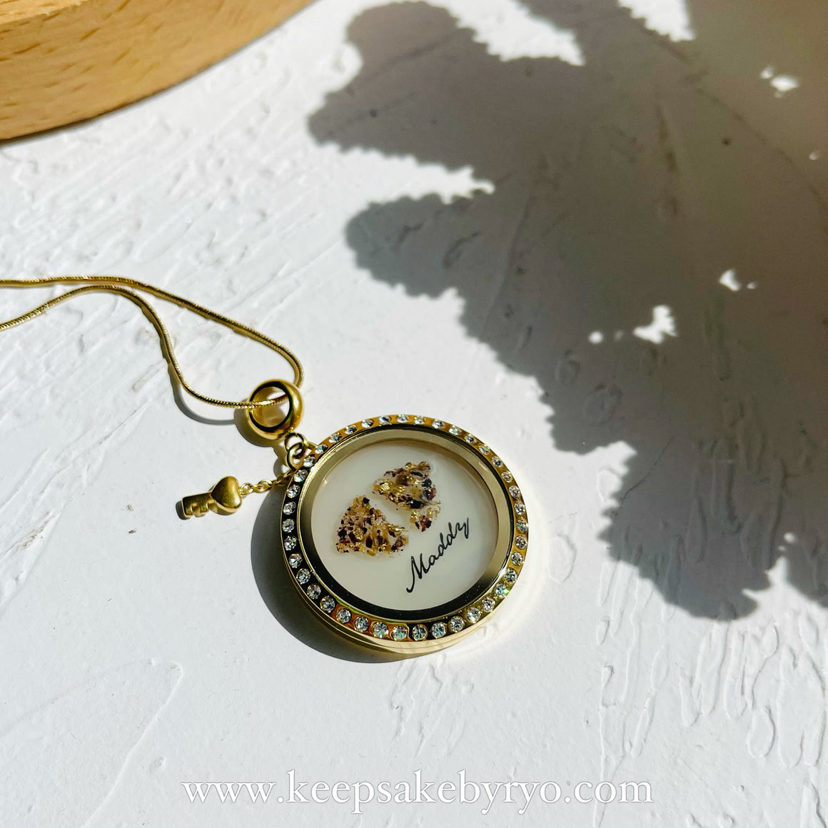 UMBILICAL CORD BABY FEET GLASS LOCKET