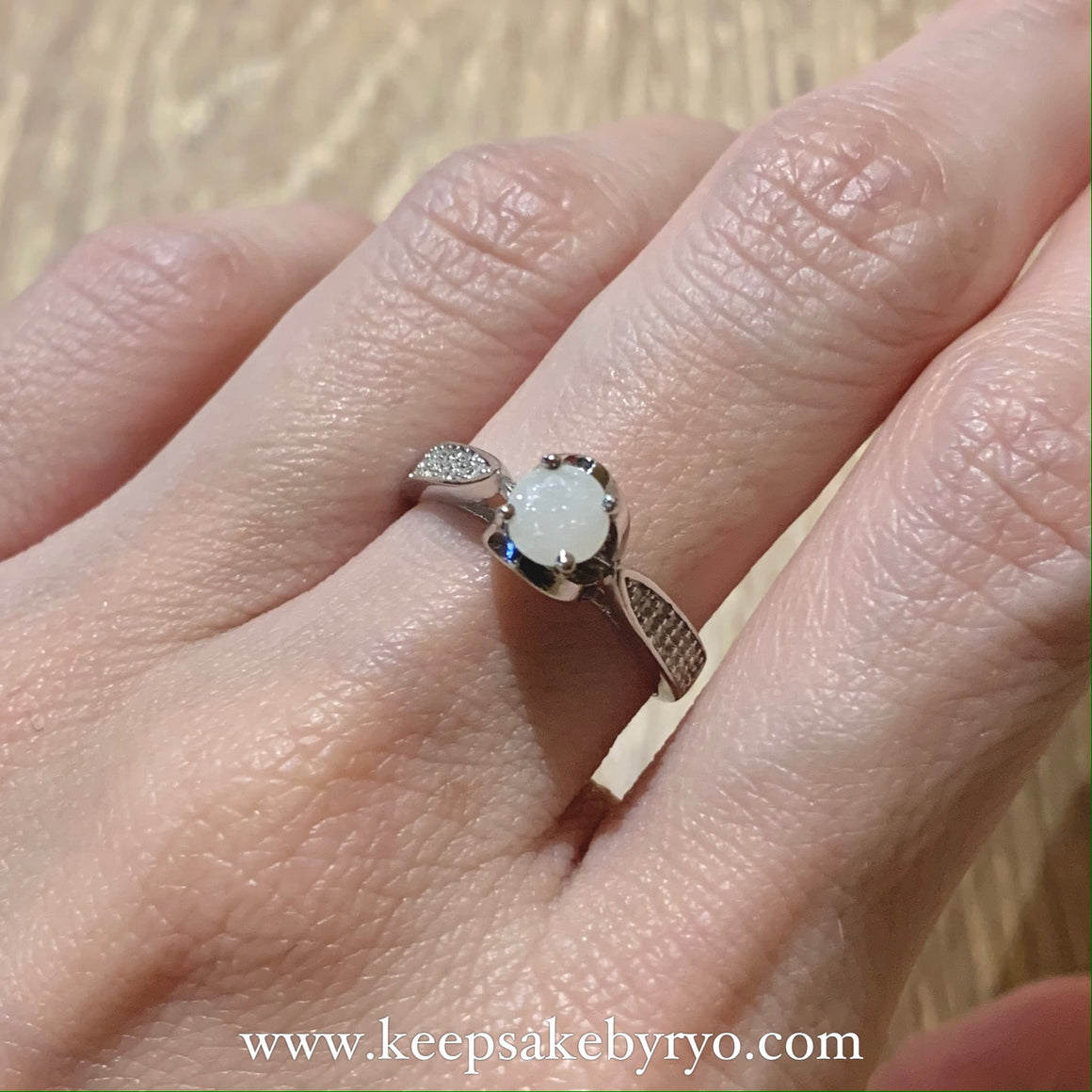 SOLITAIRE 18K: ETTA BREASTMILK RING