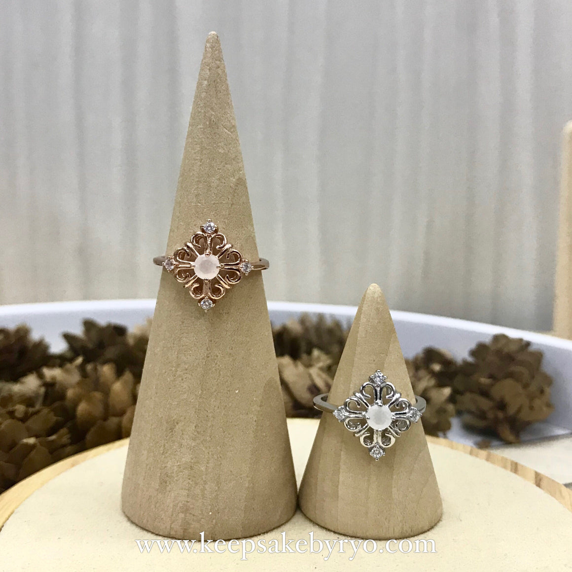 SOLITAIRE GOLD: SERENOH PERANAKAN RING WITH BREASTMILK STONE